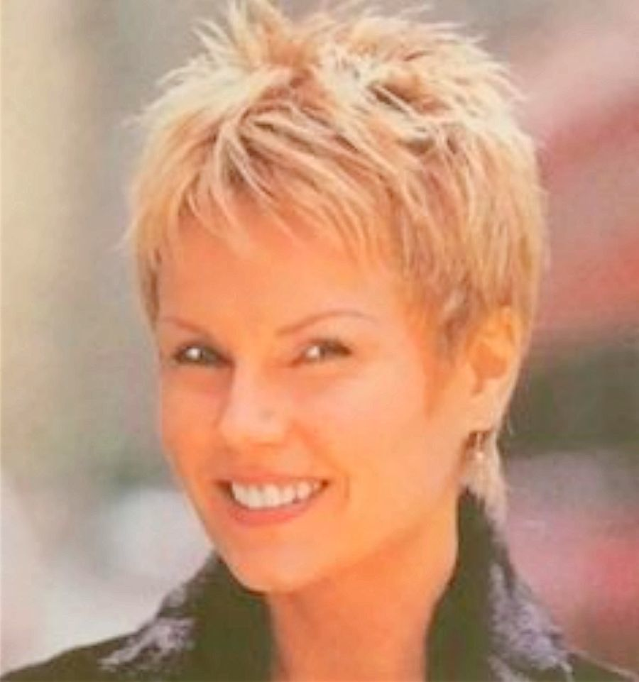 Short Haircuts For Older Women With Round Faces Images