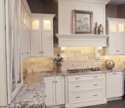 Best Paint For New Kitchen Cabinets: Roseville Door Style In Maple Finished In Marshmallow