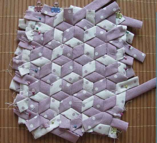 Beautiful site with instructions for doing weaving that looks quilted. Unfortunately it's in a foreign language.