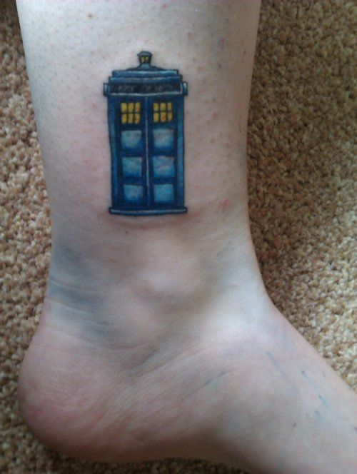 f8191e675 I got this TARDIS tattoo last summer. This picture was taken just after it  was finished. :) Submit your DW tattoo here.