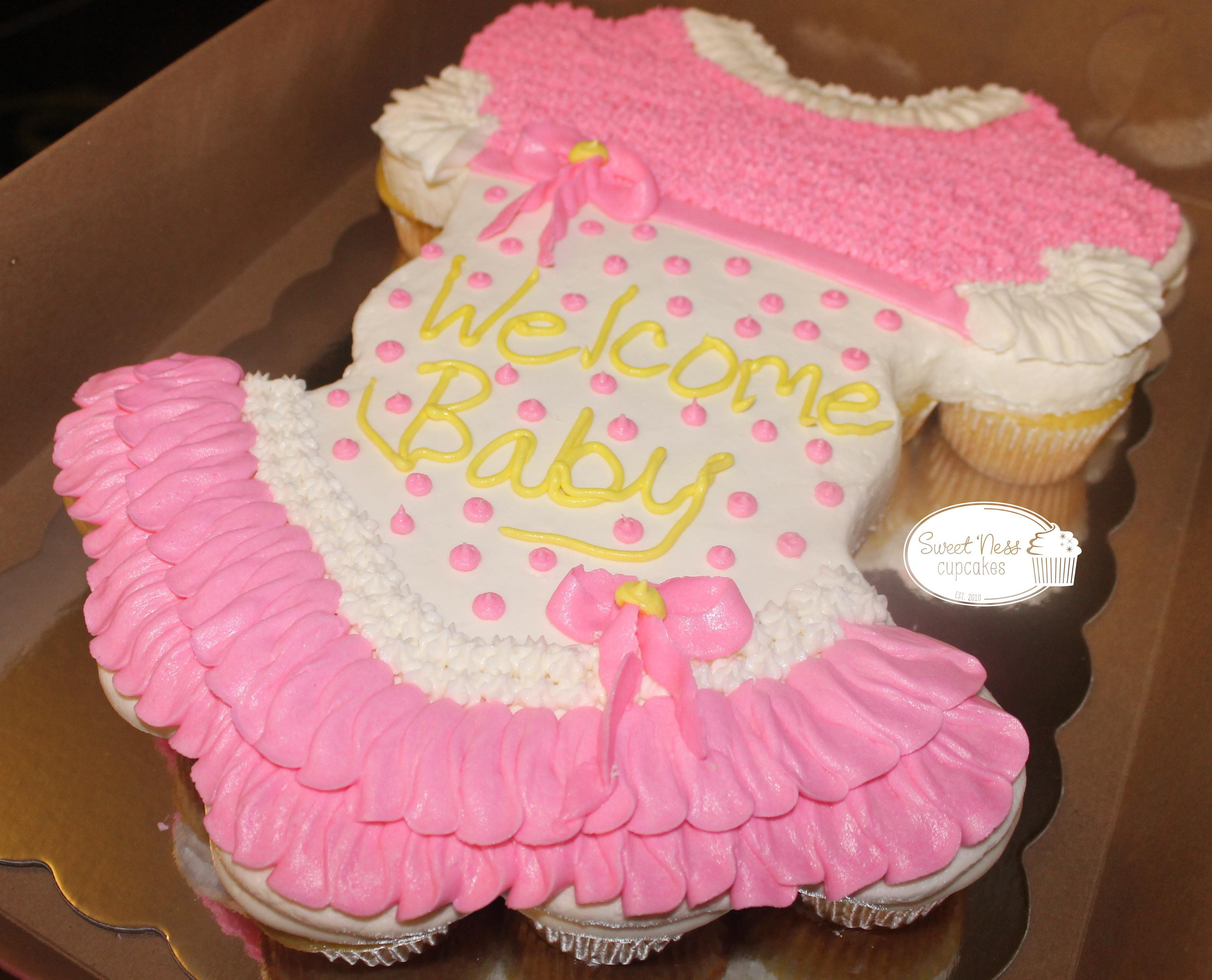 Baby Girl Cupcake Cake Cupcakesbyvanessa Com With Images Baby