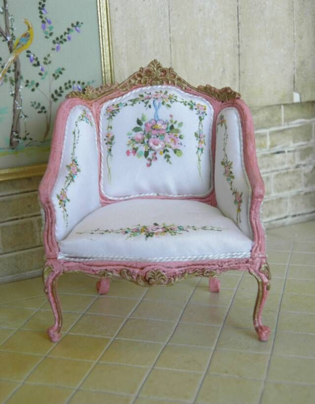 Lovely 'antique' french style chair - 1/12 scale.