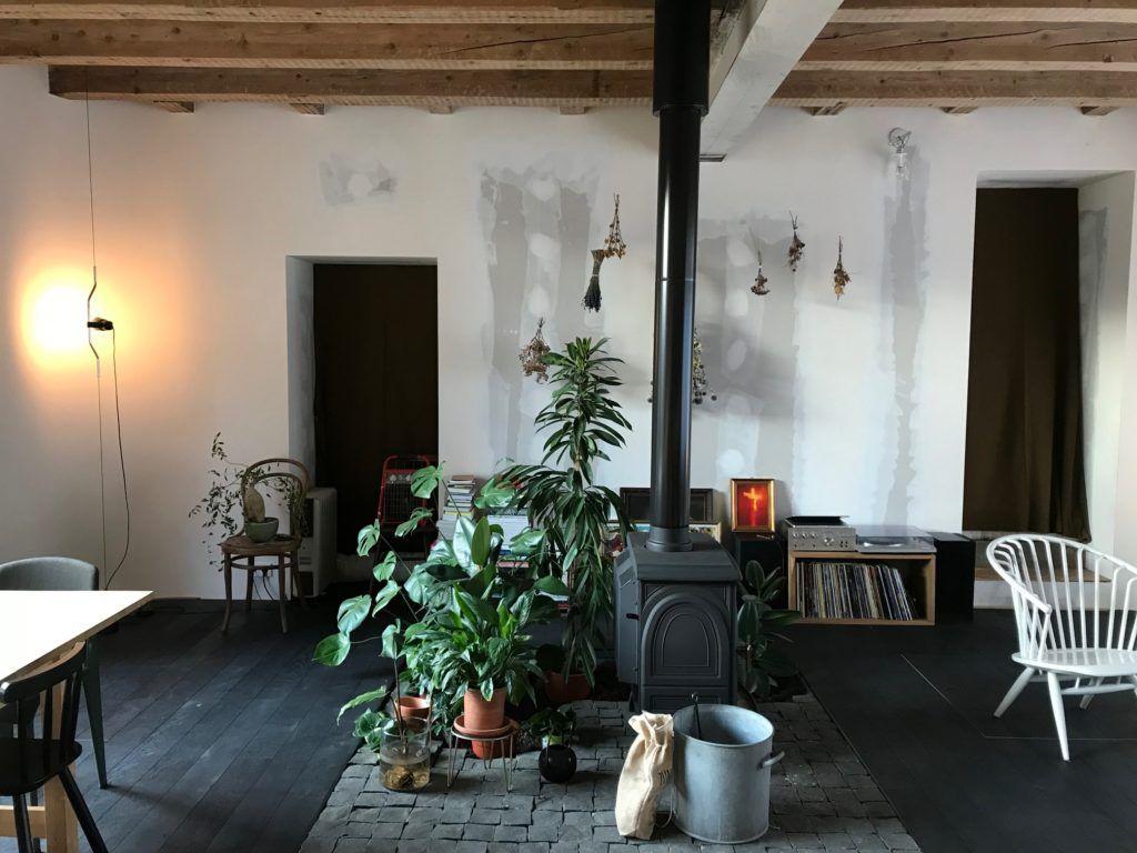 Vivre Dans Les Travaux un ancien garage transformé en pièce à vivre.  #house