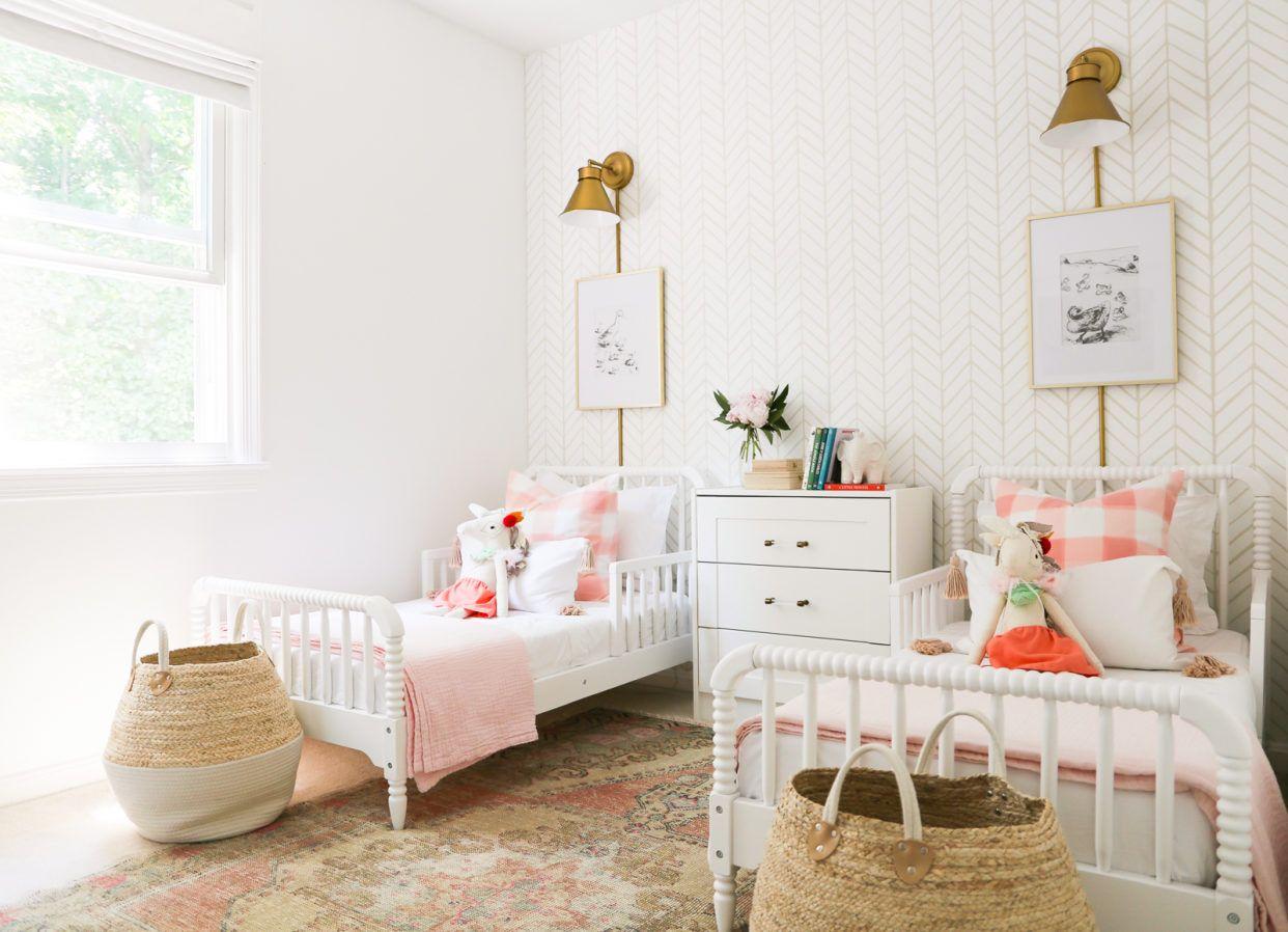 Teenage Rooms: A Pretty In Pink Big Girl Bedroom