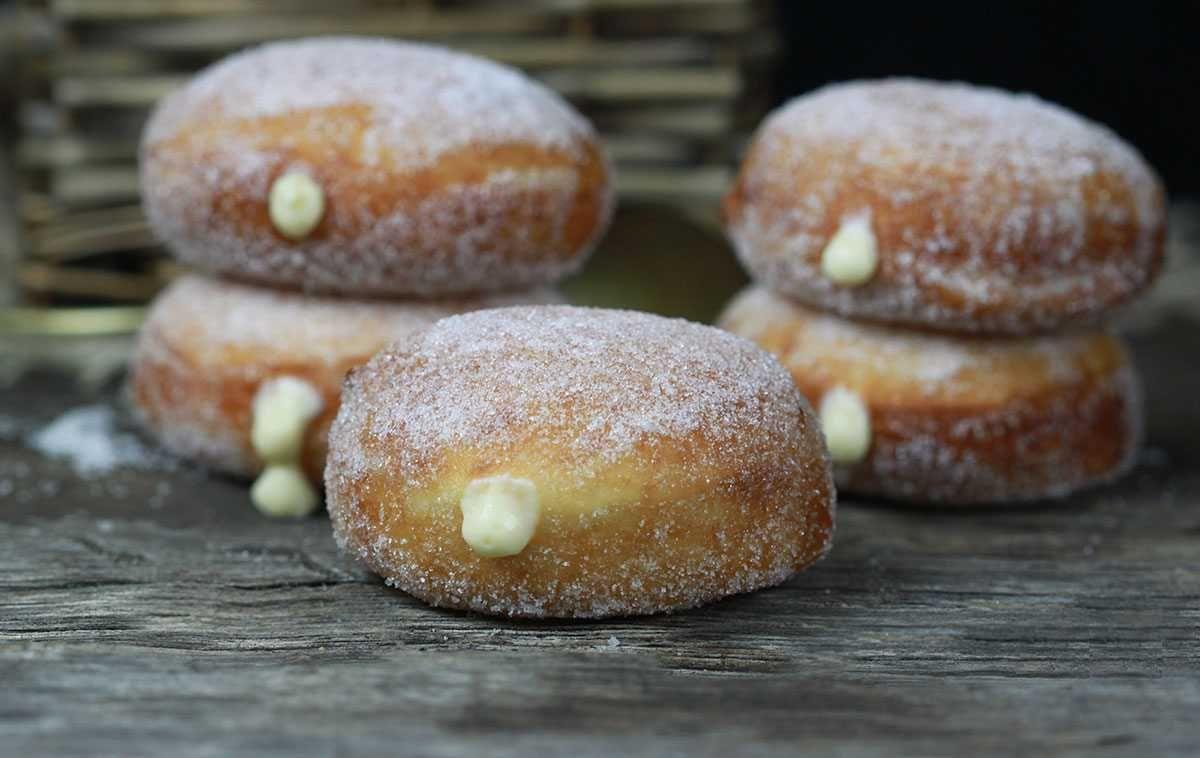 Receta para hacer Donuts o Berlinas rellenos de crema Donuts rellenos o Berlinas, Berlinesas, Bombas.. muchos nombres para una misma delicia. Una de las re