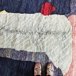 More from our contemporary collection of rugs. #dsnicerug #sodomino #torontointeriordesign #ihavethisthingwithfloors