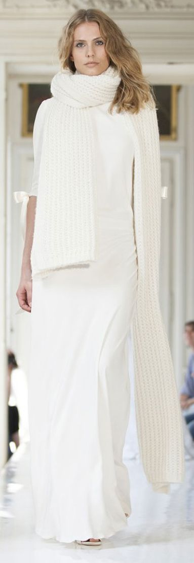 stunning: a knitted scarf on a wedding dress