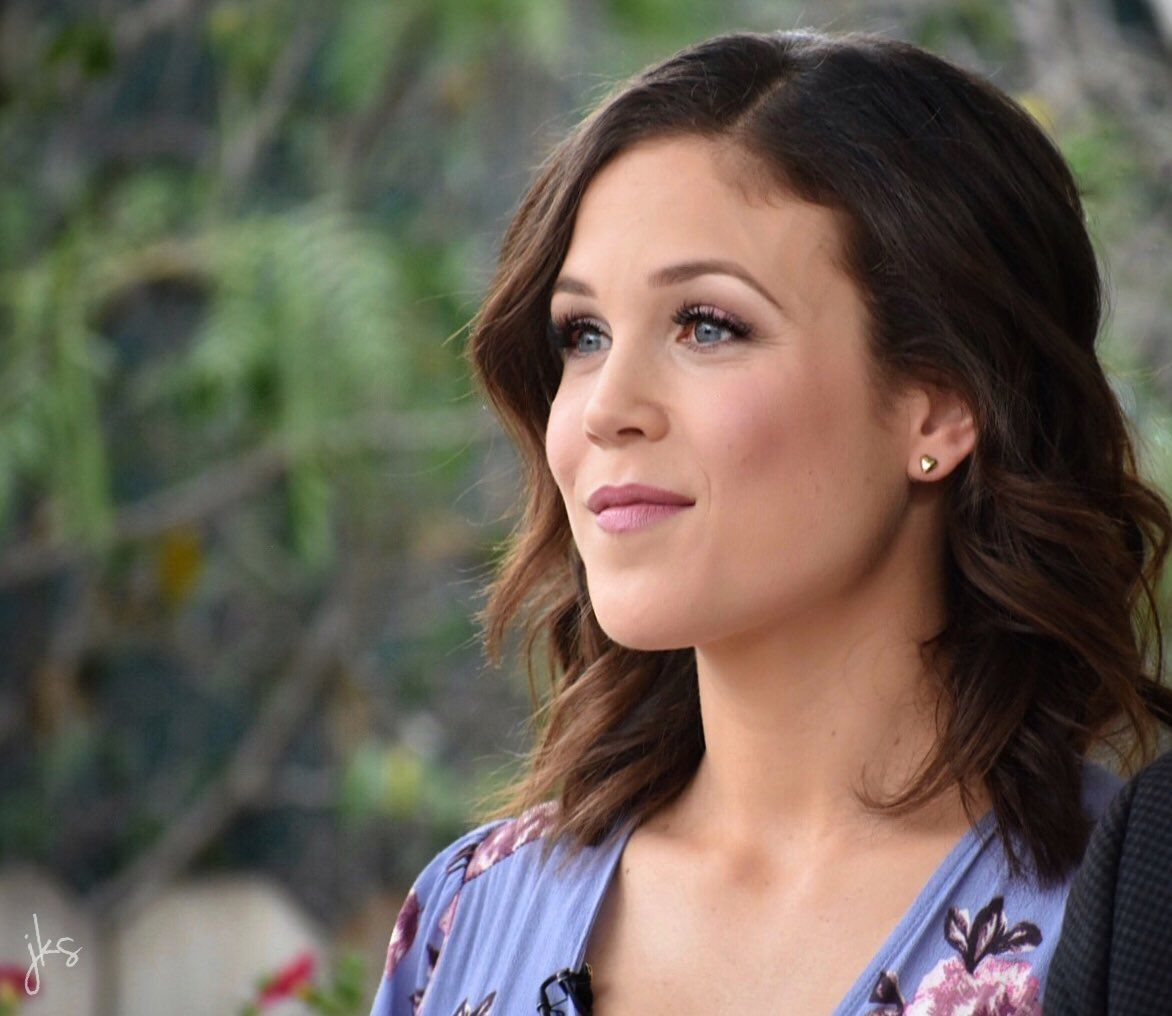 "Janette Stephens on Twitter: ""#Hearties! This #ThatcherTuesday, I wanted to share a couple more pics of @erinkrakow from our visit to @HomeandFamilyTV! @hallmarkchannel https://t.co/46lRubcaXE"""