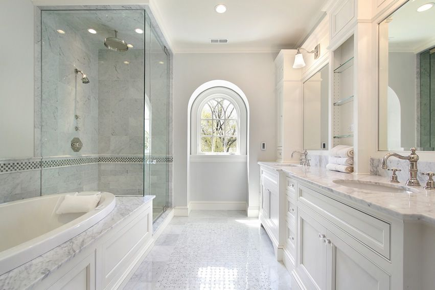 25 White Bathroom Ideas Design Pictures White Master Bathroom White Bathroom Designs Master Bathroom Design