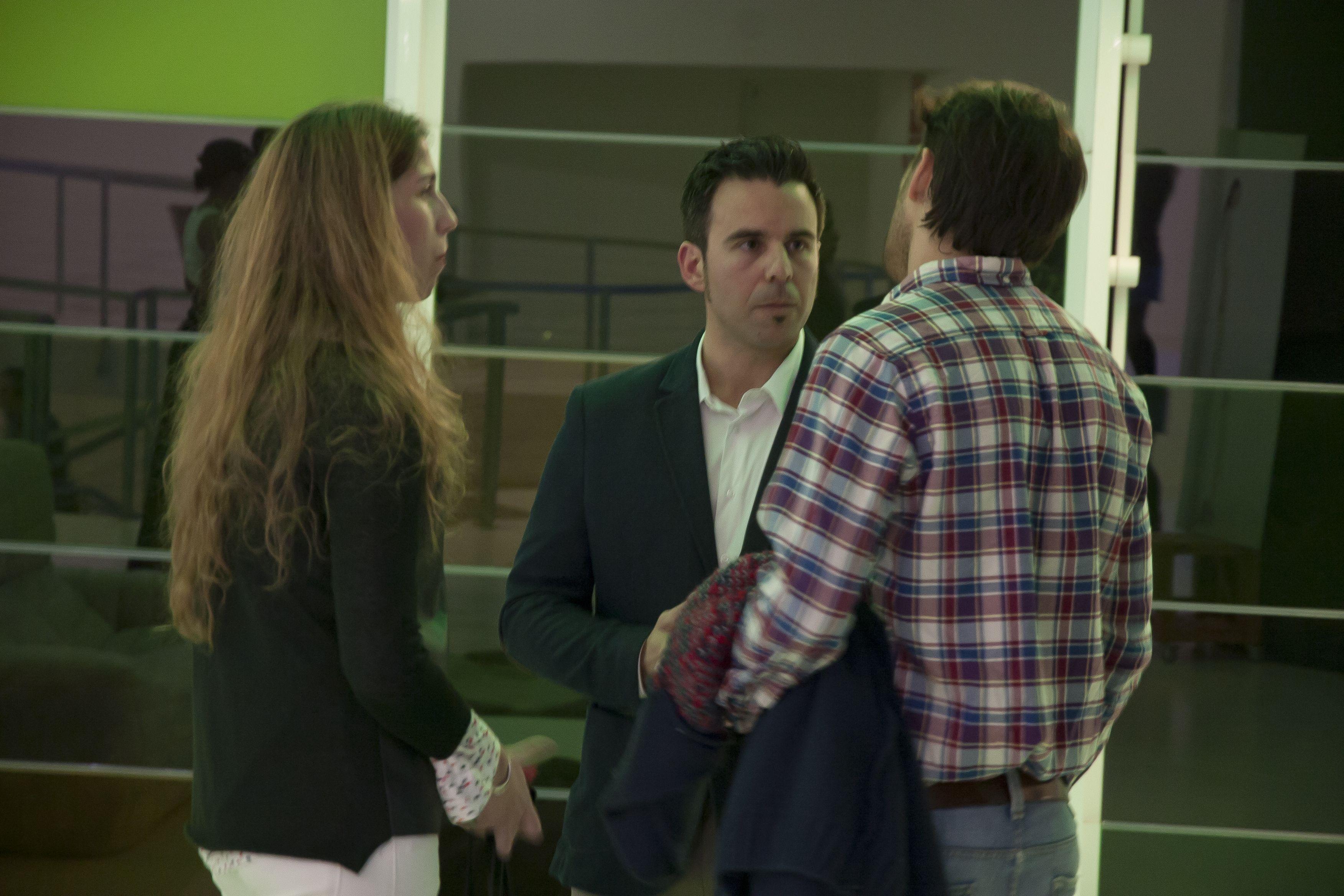 Jesús Ponce charlando en la Exposición con los propietarios de ilovemog!!