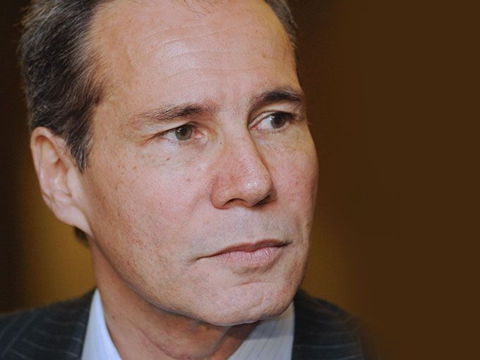 El fiscal Alberto Nisman fue hallado muerto en su casa, un día antes de testificar en contra de la presidenta de Argentina por su presunta responsabilidad en el caso AMIA, contra la comunidad judioargentina que dejó 85 muertos. Aquí 6 claves para entender el Caso Nisman: