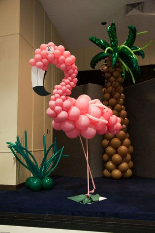 Balloon artistry love this flamingo party ideas for Flamingo dekoration
