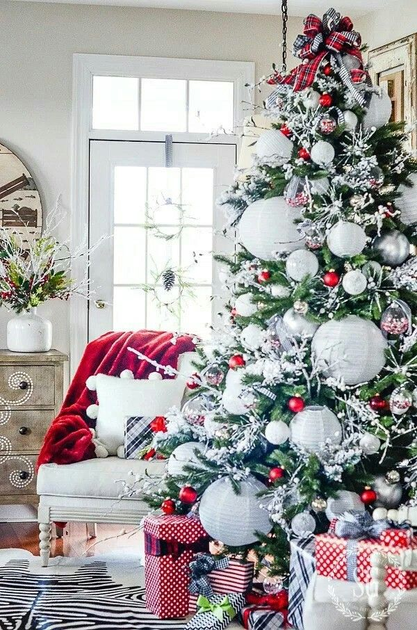 Stone Gable Christmas Tree With White Paper Lanterns Boutique Chic Christmas Home Christmas Decorations Living Room Red Christmas Decor