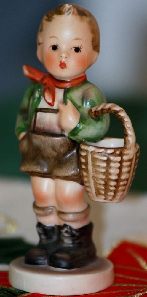Vintage Hummel Tmk Boy Village Figurine With Goebel Basket 3 ZPXiOuk