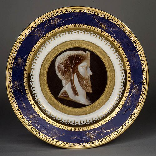 003-Plato con portarretrato del poeta trágico Moschion-Porcelana de Sèvres 1811-1818-Decorador Jean-Marie DeGaul-© 2000–2010 The Metropolitan Museum of Art