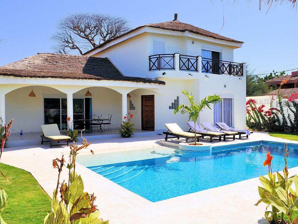Petite villa recherche google plan de maison pinterest villa piscine plage et location for Maison location piscine