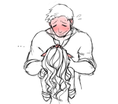 """""""we-are-made-of-starstuff asked: When did your tabris and alistair first kiss!!"""" """"after she went and got a crate to stand on"""""""