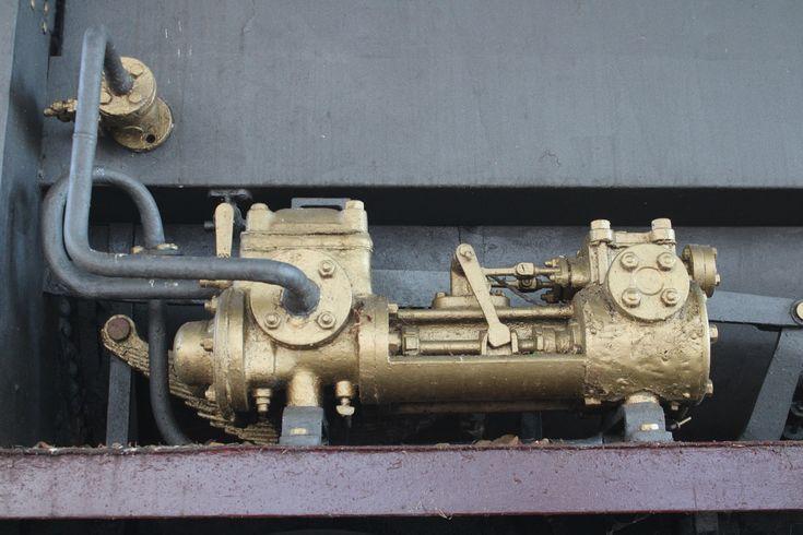 locomotora de vapor restaurada frente a la estación de ferrocarril de San Fernando Centro