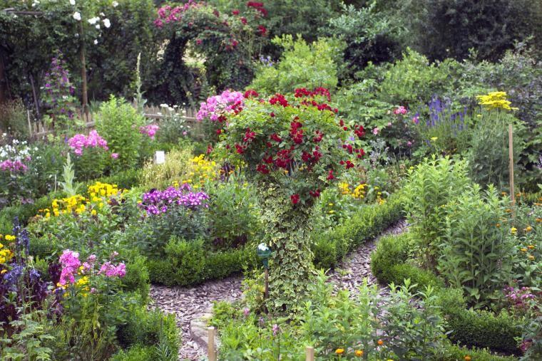 Bauerngarten anlegen gestalten und bepflanzen for Blumenbeete anlegen beispiele