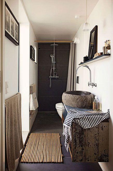 Smalle badkamer met natuurlijke sfeer | Small bathroom, Powder room ...