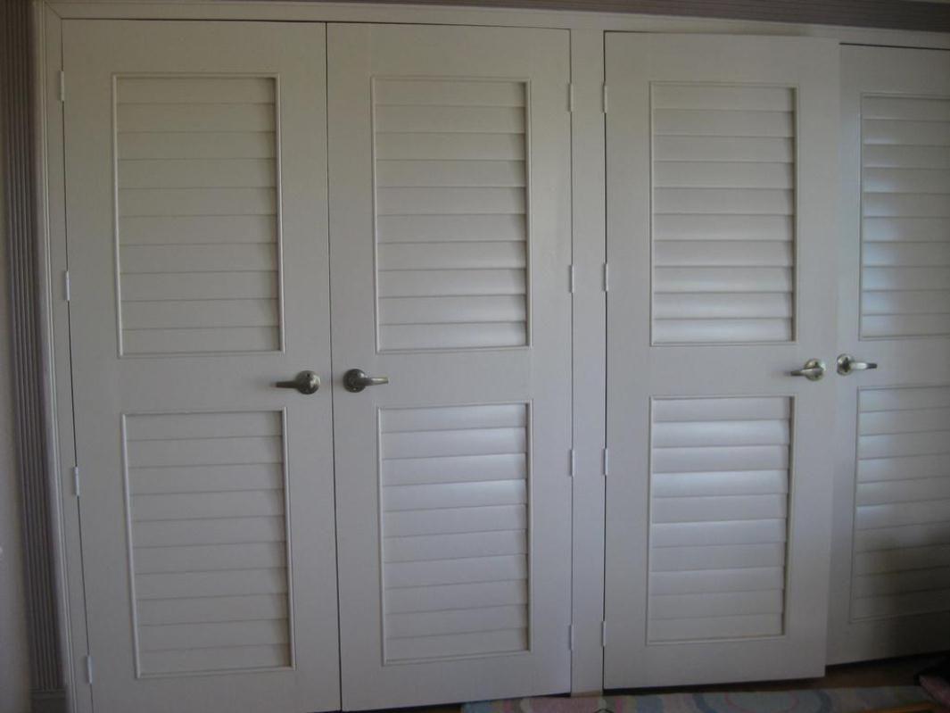 Plantation louvered sliding closet doors - I Like These Closet Doors They Look Like Plantation Shutters From Cabinetsselection Com
