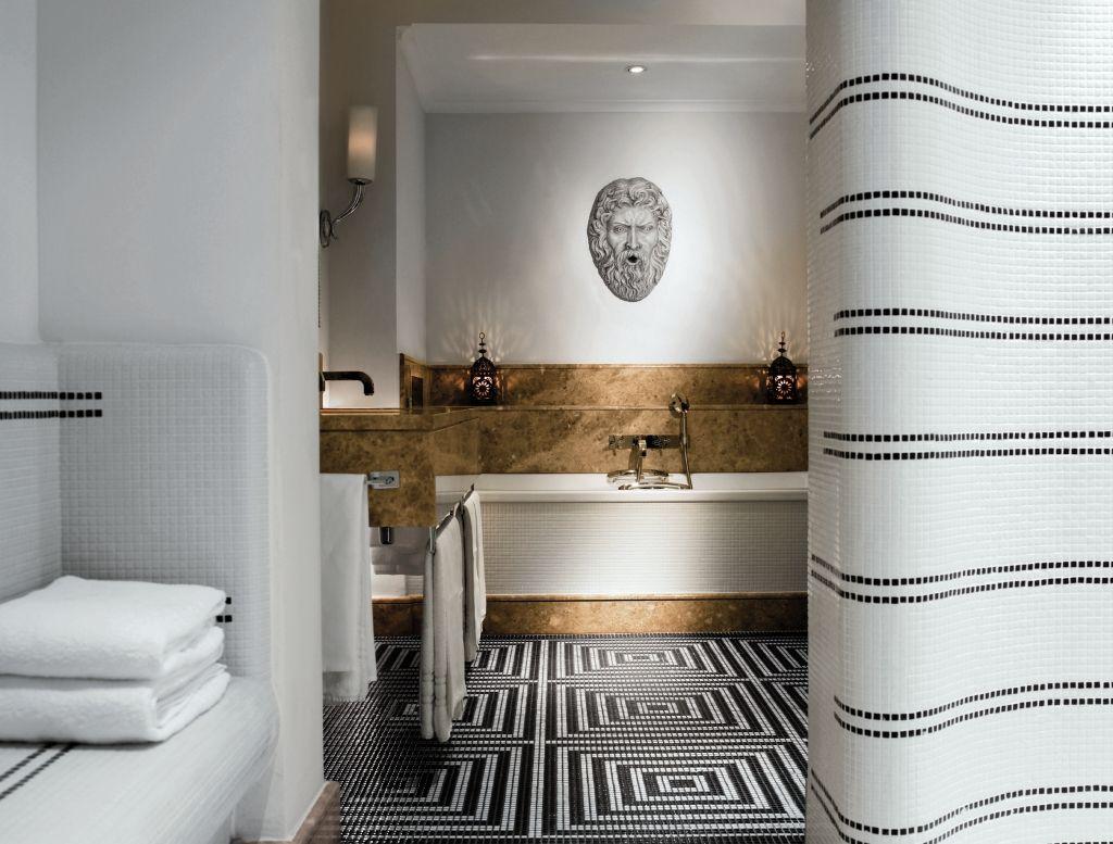roman mosaic tile shower | hotel de russie, rome | beautiful