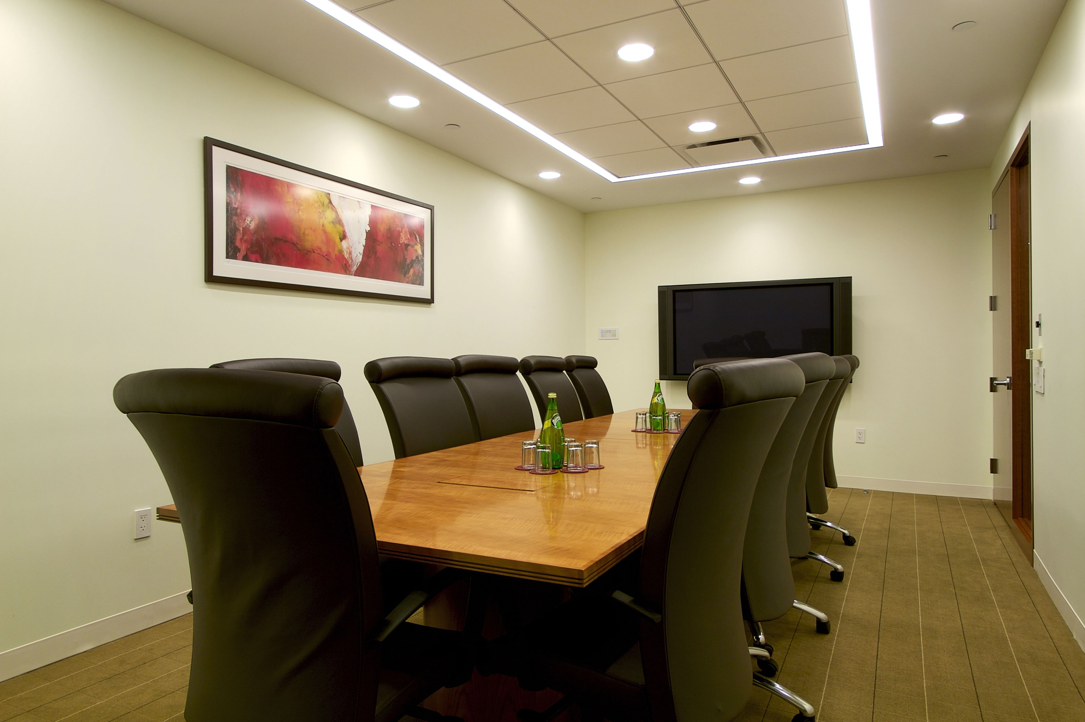 Stunning Office Meeting Room Design With Rectangular Light Brown Meeting Table Complete W Meeting Room Design Office Meeting Room Design Conference Room Design Modern conference room colors