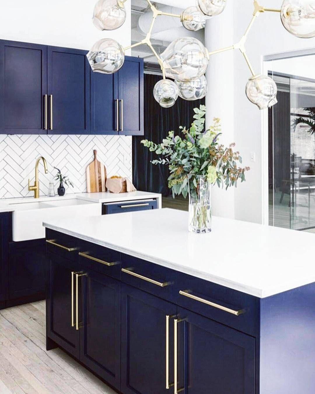 Navy cabinets, gold hardware, white backsplash | Kitchens | Pinterest