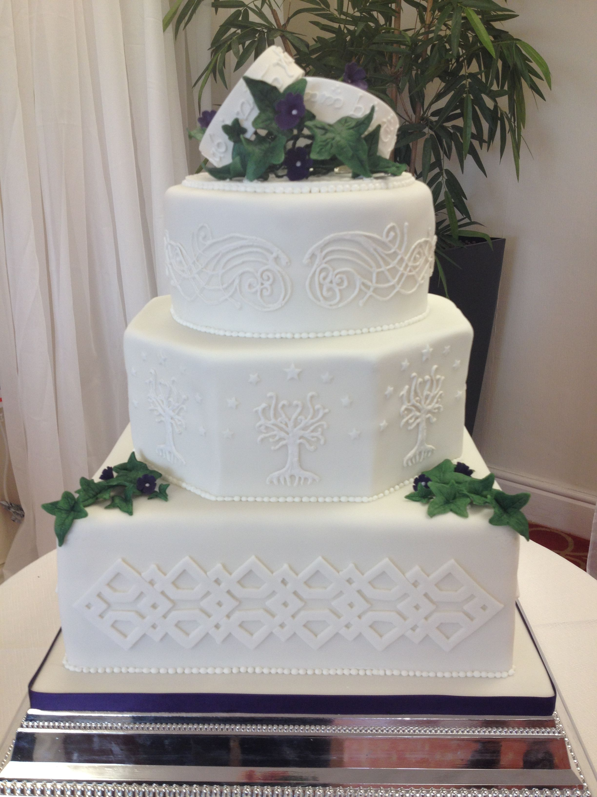 Lord of the Rings inspired wedding cake. Inspiration for Base tier ...