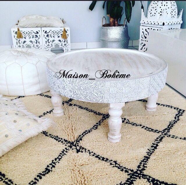 Table Nomad zenza. Magnifique table réalisée la main en bois manguier. Une gamme unique par sa réalisation artisanale. De fins motifs sculptés à la main sur l'arrondi de la table qui renforcent le charme de cette table.