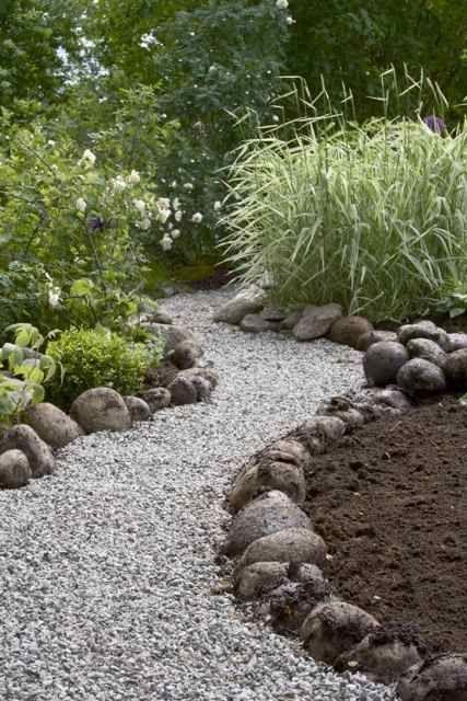 große flussböcken als garten- und wegbegrenzung - Gartengestaltung Ideen