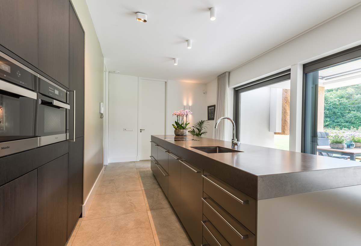 Keukenwand en kookeiland het fundament architectuur keuken