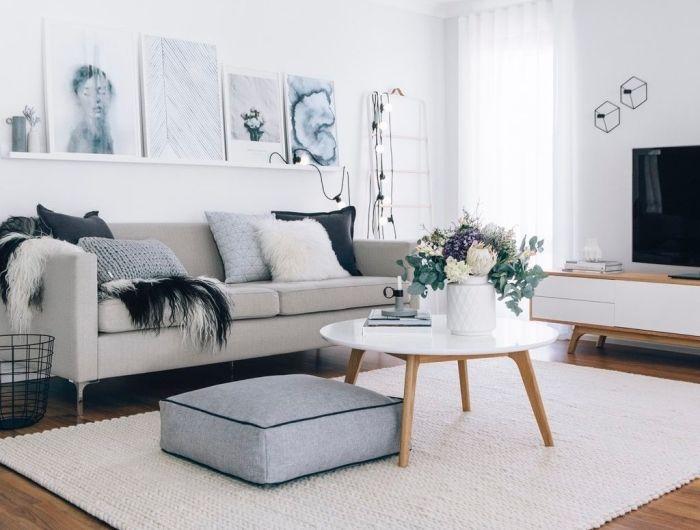 salon scandinave a deco cocooning table basse et parquet bois tapis blanc tisse assise grise canape gris et coussins decoratifs guirlande lumineuse