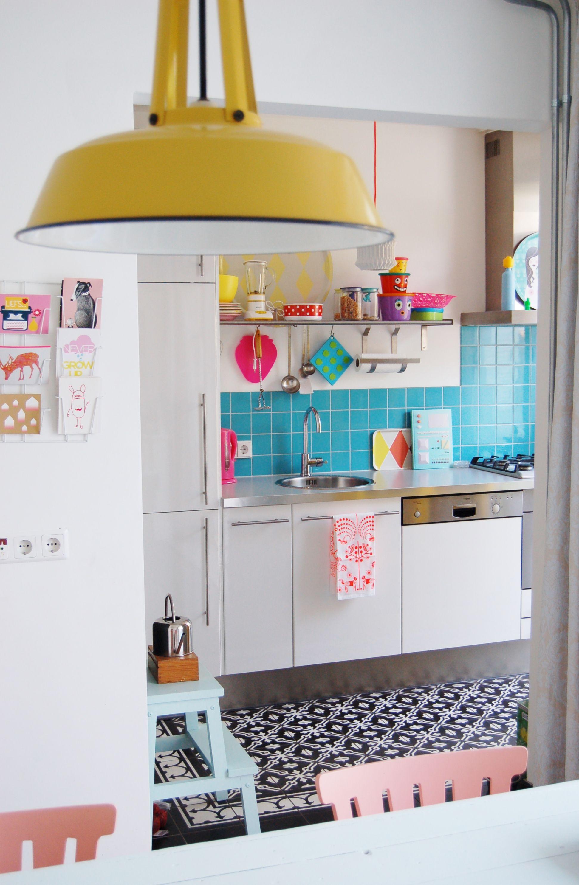 Une cuisine toute en couleur ! #dccv #kitchen #cuisine  Maison
