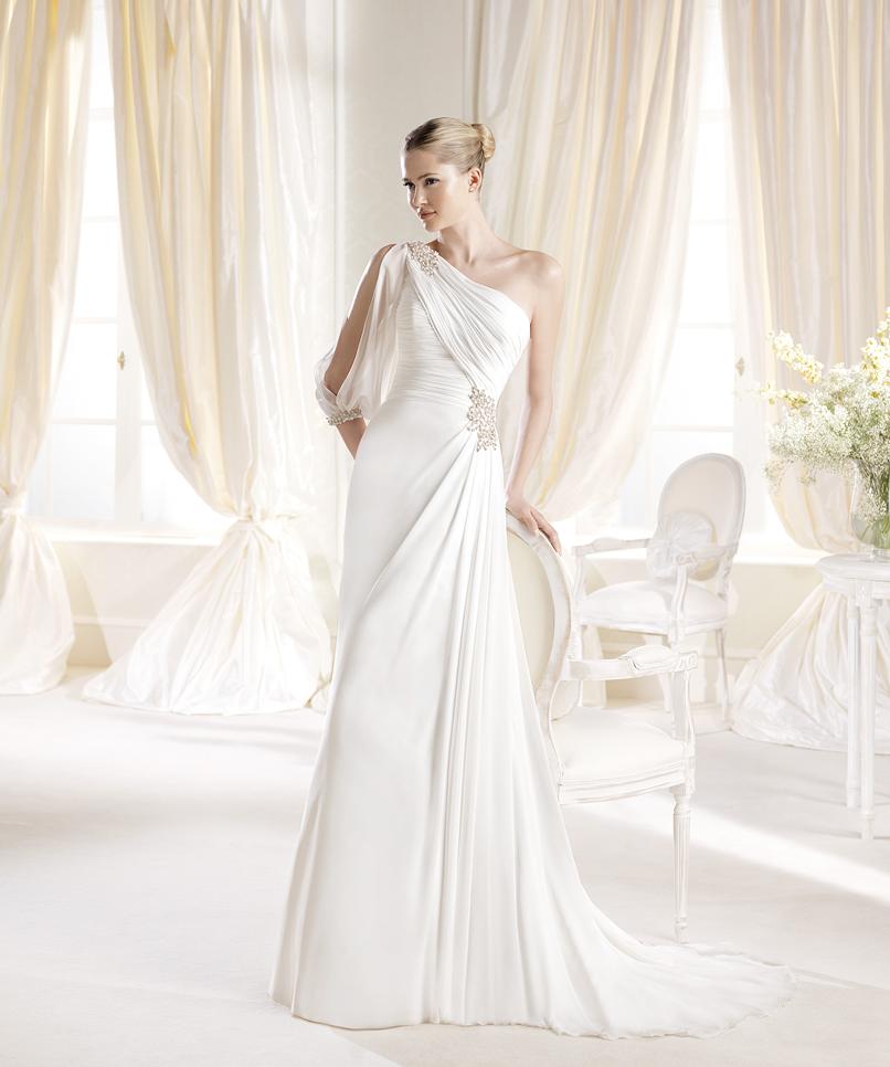 Un exemplu formidabil de rochie de mireasă în stil grecesc - Iamitte: http://www.cristalmariage.ro/colectia-2014/la-sposa/colectia/iamitte