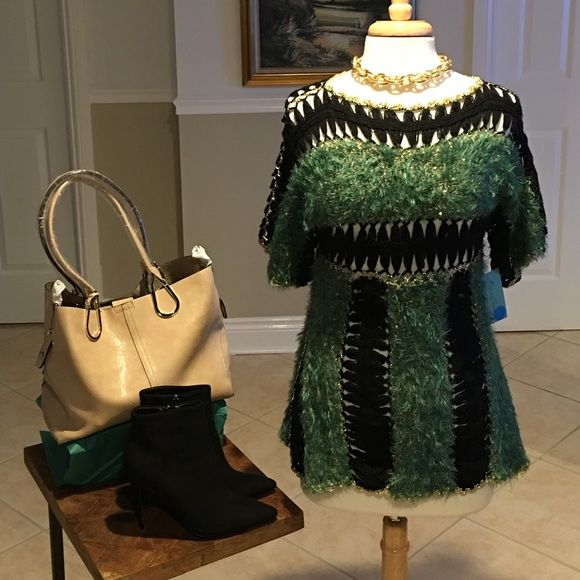 Green and black sweater Green and black short sleeve sweater with gold accents. Knit design, super cute!!! Shoes, necklace and purse sold separately. No trades Brass Candy Sweaters Crew & Scoop Necks