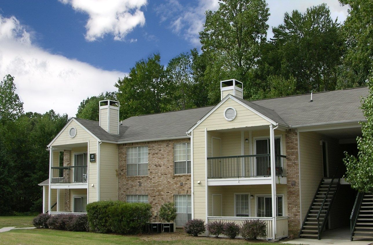 Champions Club Apartments 4200 Harwin Place Glen Allen Va 23060 804 747 0729 Http Www Corechampionsclu Dog Friendly Apartments Apartment Building Apartment