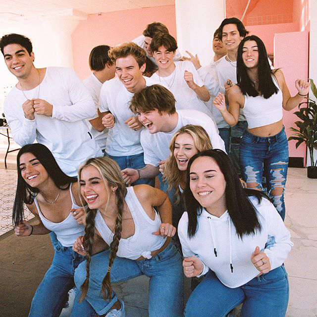 Updated May 12 2020 Move Over Team 10 We Ve Got A New House Filled With Viral Stars And It S Friendship Photoshoot Friend Photoshoot Cute Poses For Pictures