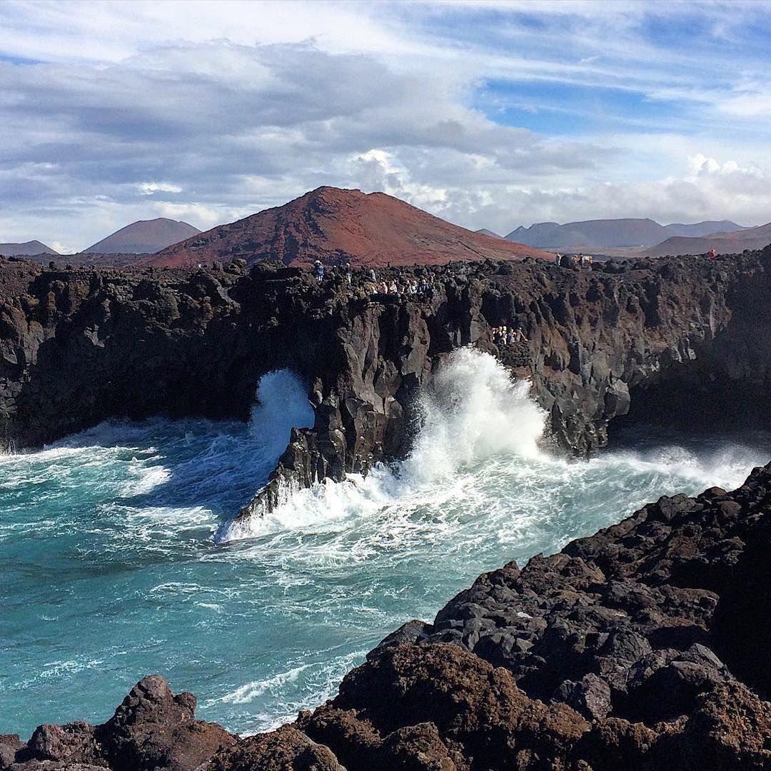 Una foto desde Lanzarote.  Los hervideros - 📸 @stevelarkin  #lanzarote #rinconesdecanarias  #Canarias #canariashoy