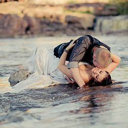 A steamy trash the dress session by a waterfall  PS in case I haven't told you (I haven't) I wanna do trash the dress photos.....:)