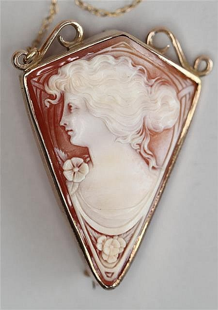 Antique Hand Carved Kite-Shaped Shell Cameo Brooch Depicting A Young Woman In Profile, Mounted In 9k Gold