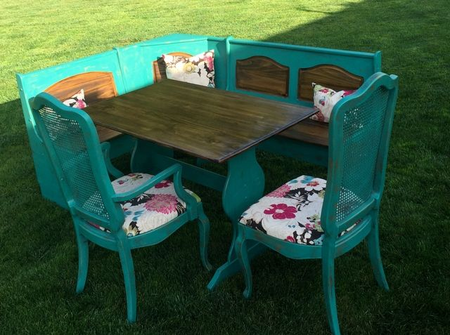 Table, Chairs And Corner Booth   Nex Tech Classifieds