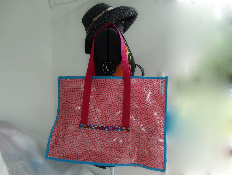 Grand sac de plage, petit pan et plastique