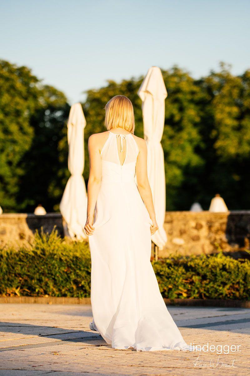 Schlichtes Brautkleid mit Schleppe – in unserer Fina machst du auch ...
