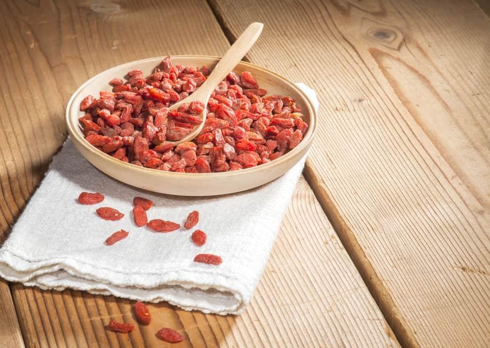 Know What Do Goji Berries Taste Like And How To Eat Them Goji Berries Goji Berries Benefits Dried Goji Berries