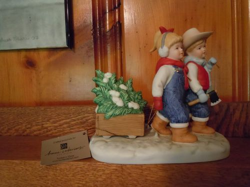 Denim days figurine bringing home the tree w tag mint Home interiors denim das