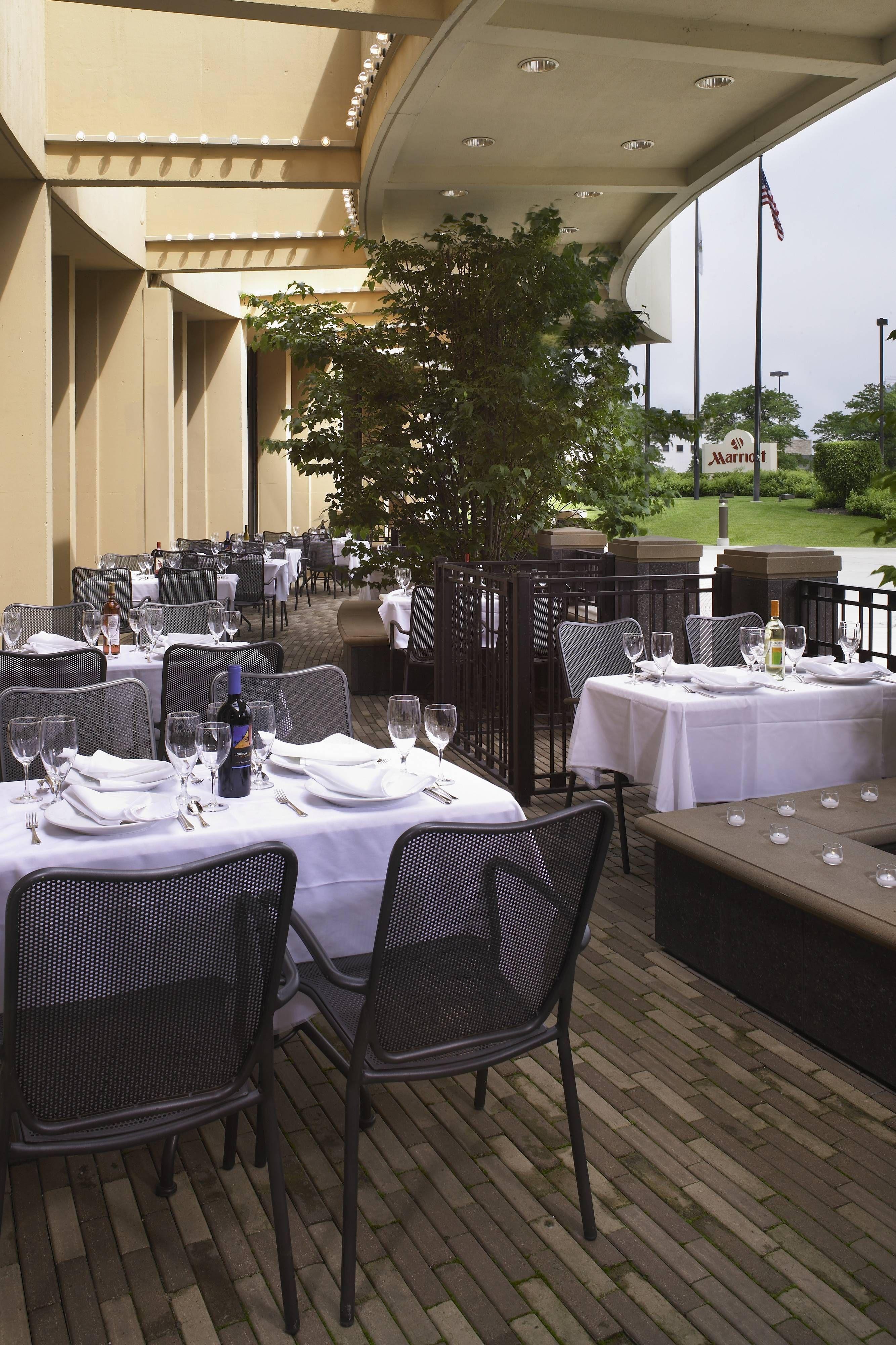 Chicago Marriott Oak Brook Outdoor Patio Dining