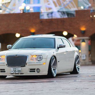 White Chrysler 300 Customized for Royal Look