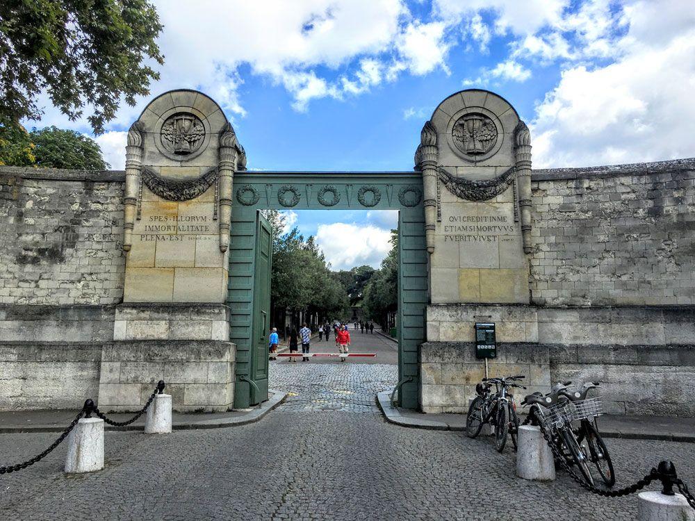 Les 25 meilleures id es de la cat gorie cementerio pere for Cementerio parque jardin la puerta