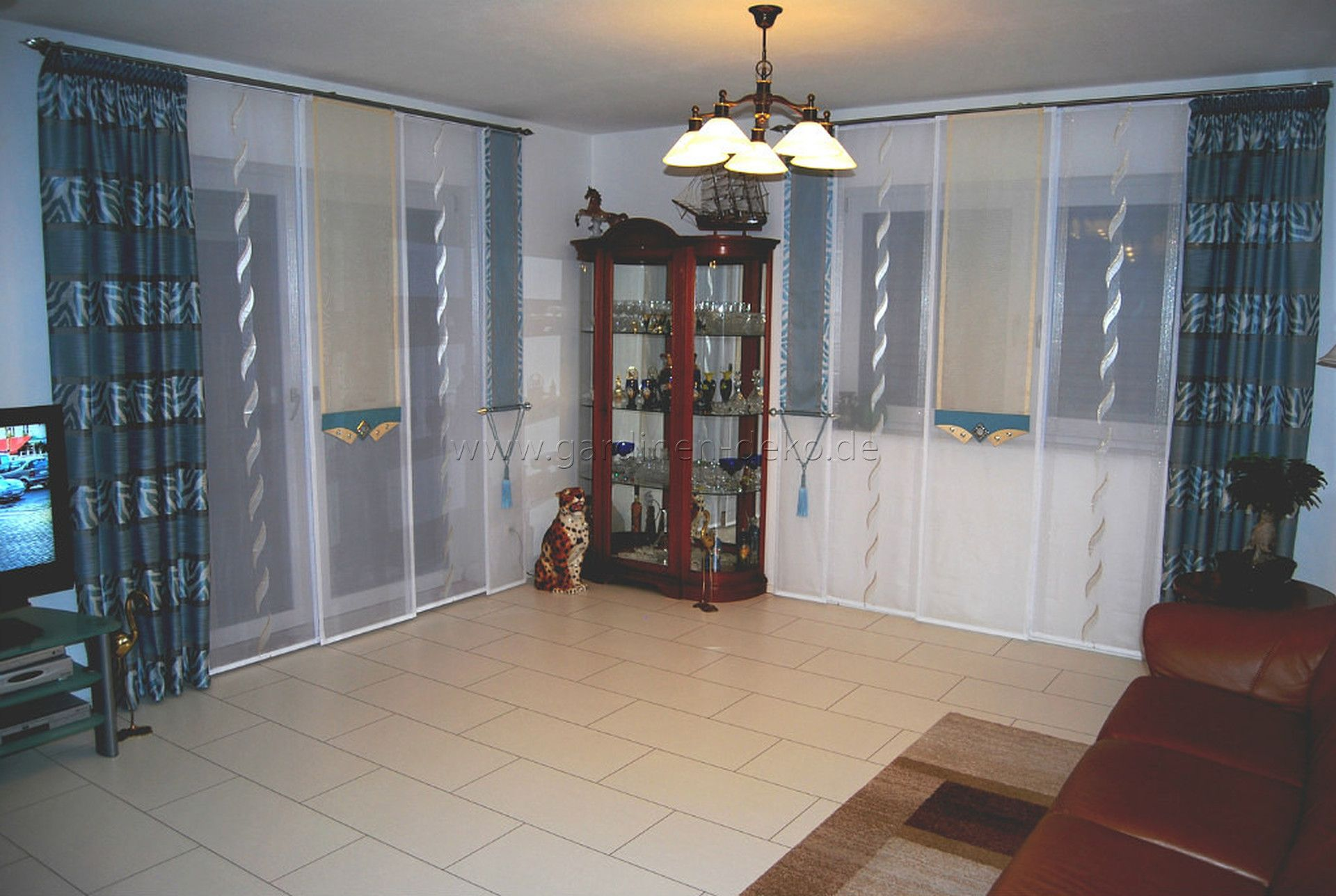 stilvoller schiebevorhang in dunklem t rkis f rs. Black Bedroom Furniture Sets. Home Design Ideas